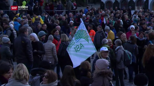 Video «St. Galler Kantonsangestellte protestieren» abspielen