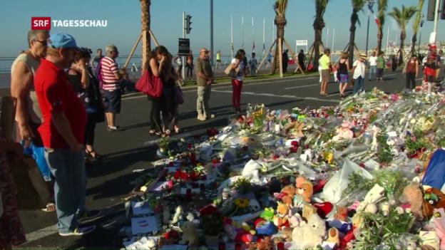 Video «Tausende gedenken der Opfer in Nizza» abspielen