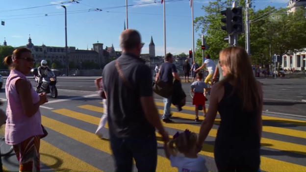 Video «Ein Schwatz am Bellevue in Zürich» abspielen