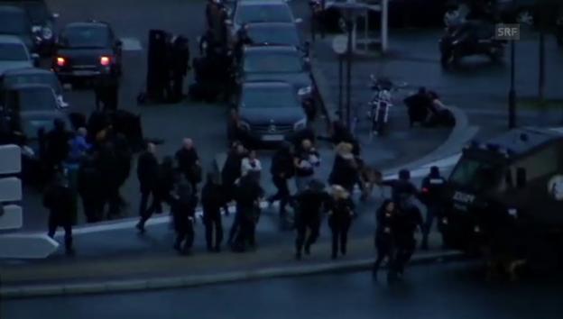 Video «Geiseln fliehen aus dem Supermarkt» abspielen