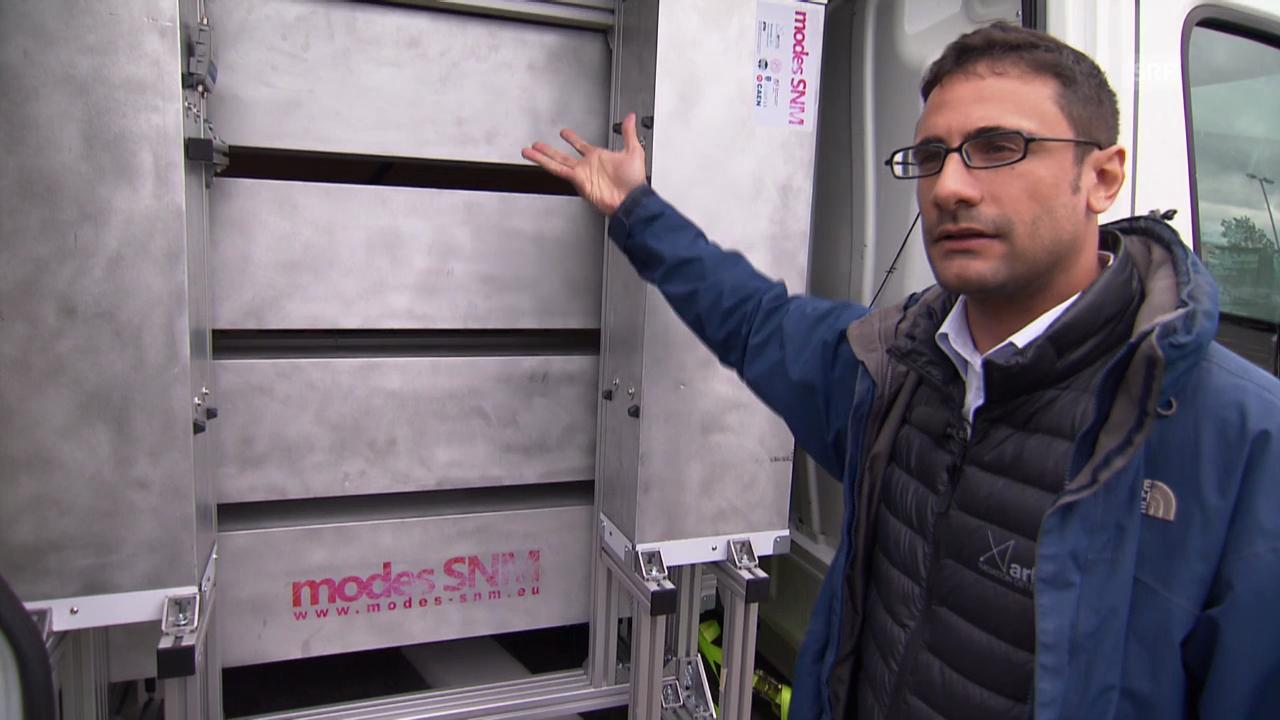 Rico Chandra erklärt das Detektions-Fahrzeug