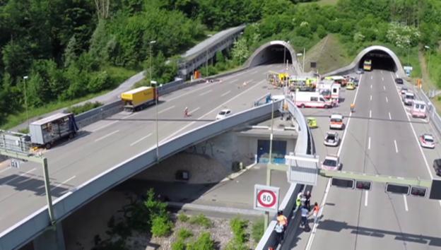 Video «Unfall im Uetlibergtunnel» abspielen