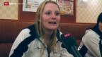 Video «Curling: Die frischgebackenen Weltmeisterinnen feiern in Sapporo» abspielen