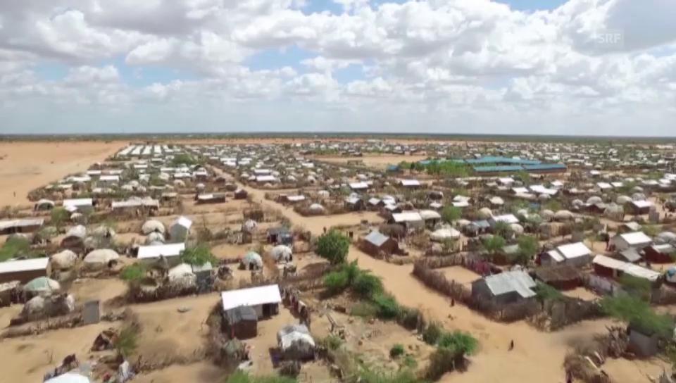 Drohnenflug über Flüchtlingscamp (tonlos) [CNN]