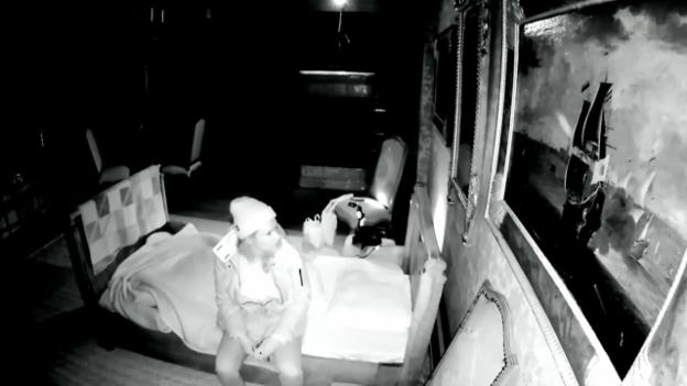 Video «Angst-Experiment: Eine Nacht allein im Geisterschloss» abspielen