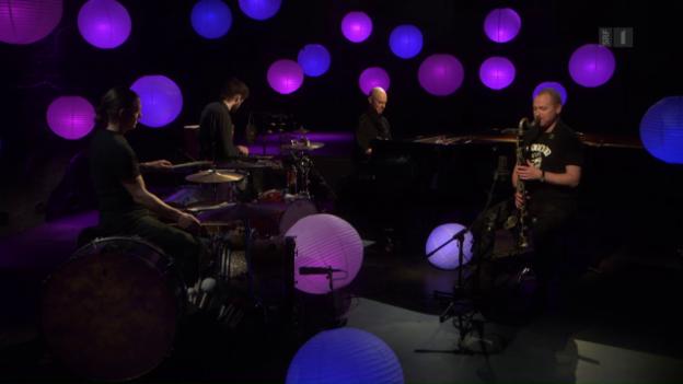 Video «Jazz zum Advent – Die meditativen Rituale von Nik Bärtsch» abspielen