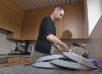 Video «Wie wäscht man umweltfreundlicher und energiesparender ab?» abspielen