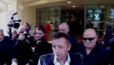 Video «Phil Rudd verlässt das Gericht» abspielen