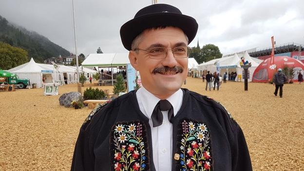 Thomas Odermatt trägt die Nidwaldner Sonntagstracht