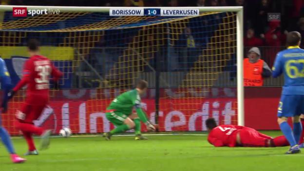 Video «Fussball: Champions League, 5. Spieltag, Patzer von Leverkusens Leno» abspielen