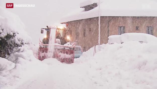 Video «Schneefall sorgt für Chaos in der Schweiz» abspielen