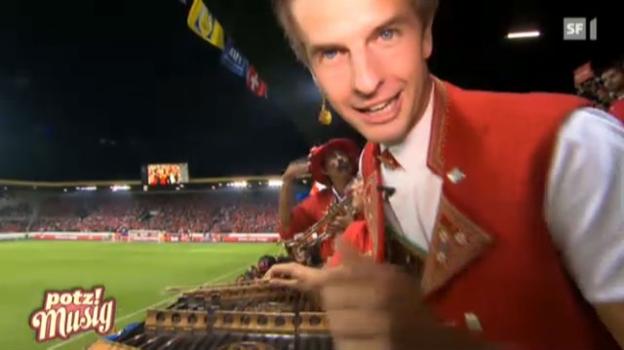 Video «Sennsationell: Am Länderspiel Schweiz-Albanien» abspielen