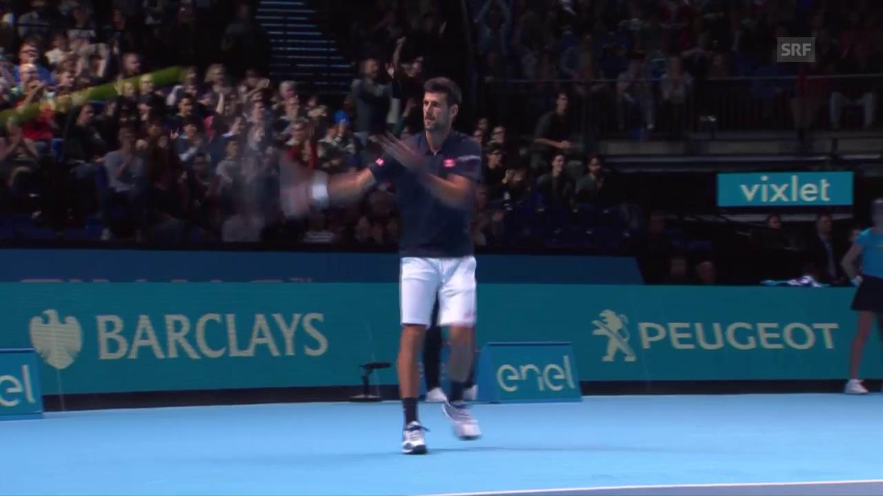 Intermezzo im 1. Spiel: Djokovic «pfeffert» Ball ins Publikum