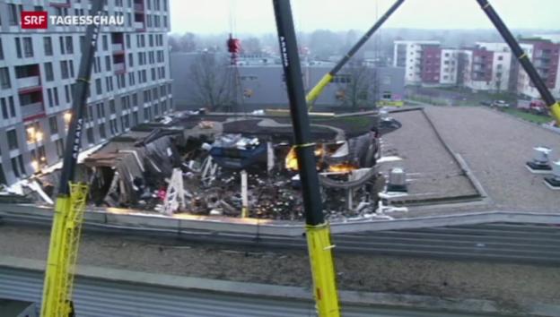 Video «Liess schweres Baumaterial Dach einstürzen?» abspielen