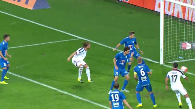Video «Fussball: CL-Qualifikation, Lech Posen - FC Basel, 1:0 Michael Lang» abspielen