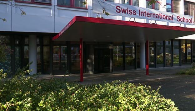 Video «Schulverbot für Schweizer» abspielen