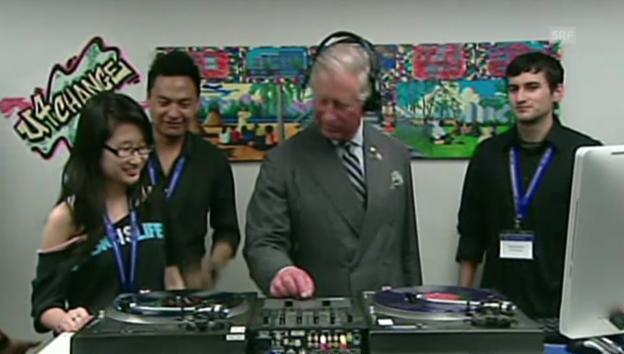 Video «Scratch-Meister: Bei seinem Besuch in Kanada 2012 macht Charles auf DJ» abspielen