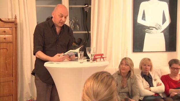 Video «Wohnzimmer-Lesung von Tim Krohn: «1935» (MDR)» abspielen