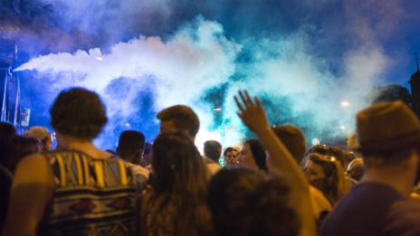 Link öffnet eine Lightbox. Video Prügelattacken nach Partys: Wie sicher ist der öffentliche Raum? abspielen.