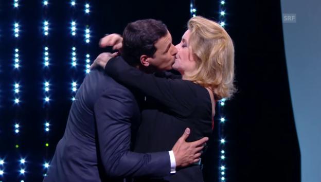Video «Filmreifer Kuss zur Eröffnung» abspielen