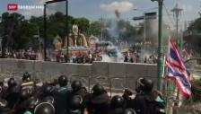 Video «Gewalt bei thailändischen Protesten» abspielen