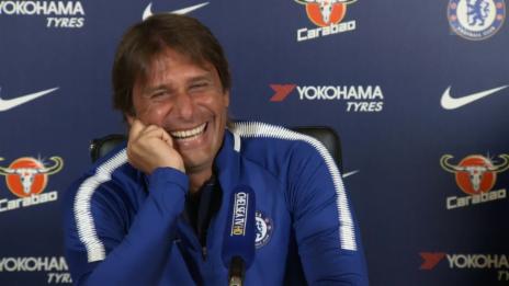 Link öffnet eine Lightbox. Video Angesprochen auf Costa: Conte mit Lachanfall abspielen