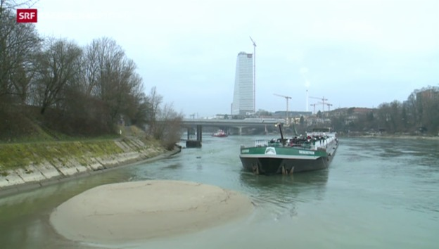 Video «Tanker blockiert den Rheinschifffahrt» abspielen