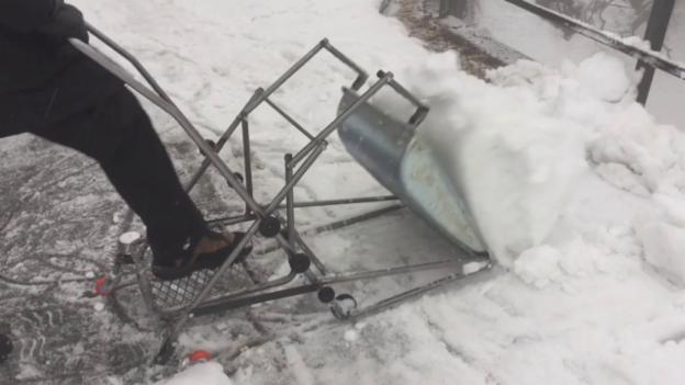 Video «Die EasySnow-Schneeschippe» abspielen