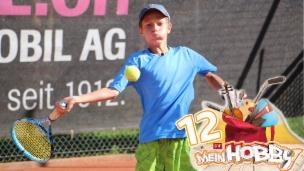 Video «Tennis spielen: Die grosse Leidenschaft von Luzian» abspielen