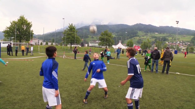 Video «Kopfball - Schädlich für Kinderköpfe?» abspielen