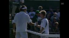 Video «Der allererste Sieg von Roger Federer in Wimbledon» abspielen