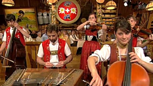 Video ««Potzmusig Beizetour» aus dem Rössli in Appenzell» abspielen