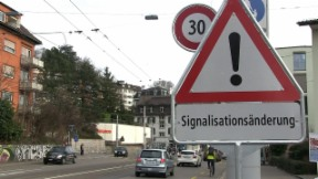 Video «Jetzt kommt Tempo 30: Städte bremsen Autofahrer aus» abspielen