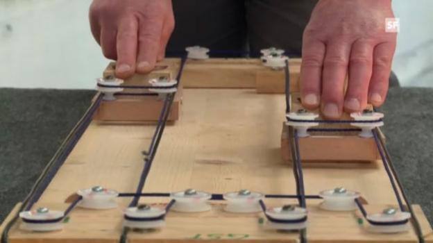 Video «Seilbahn-Experte Noldi Flury zeigt, wie die Cabrio-Bahn aufs Stanserhorn funktioniert.» abspielen