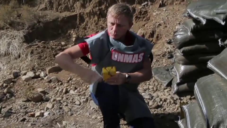 Daniel Craig sprengt eine Panzermine