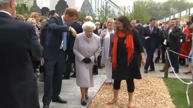 Video «Prinz Harry führt seine Familien durch die Garten-Ausstellung» abspielen