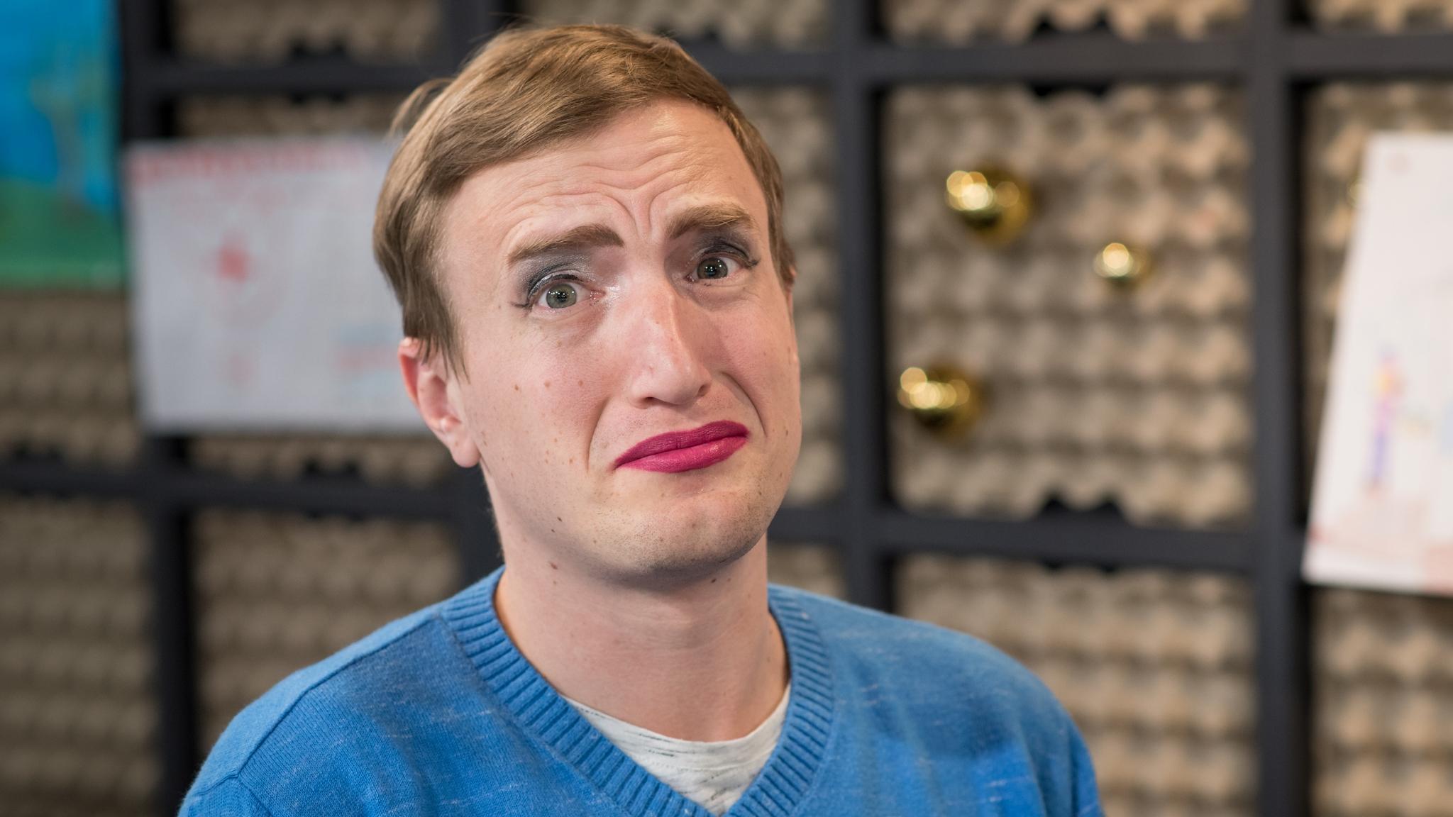 Büssi lässt sich für 1'000 Franken schminken