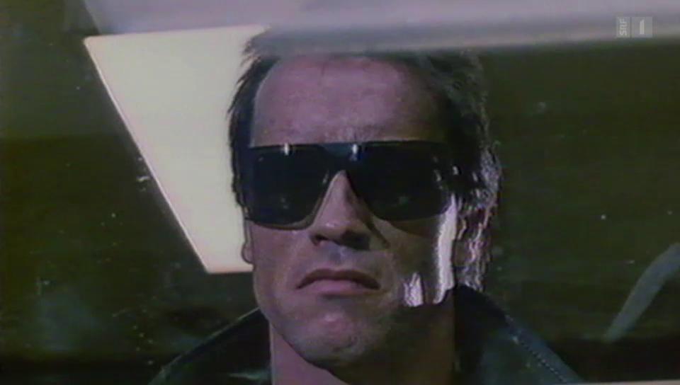 Eill Bii Bäck: Arnold Schwarzenegger hält Wort