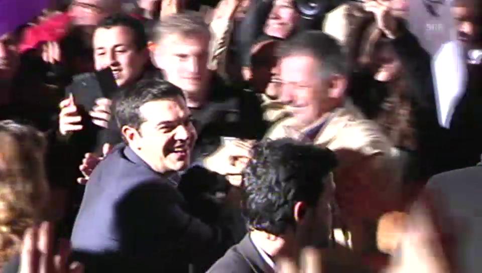 Tsipras wird von Anhängern gefeiert