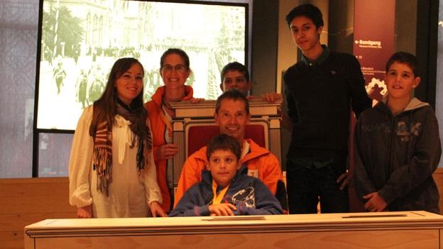 Familie Ambrosini präsentiert ihre Lösung von Aufgabe 2