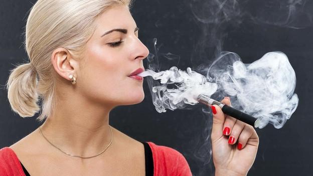 Video «Dampfen statt Rauchen – Weniger Schadstoffe, trotzdem umstritten» abspielen