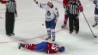 Video «George Parros stürzt unglücklich und wird vom Eis getragen.» abspielen