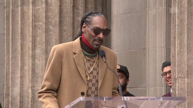 Video «Snoop Dogg kriegt Hollywood-Stern» abspielen