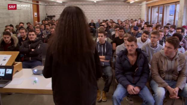 Video «Zivis statt Soldaten beleben ehemalige Kaserne am Schwarzsee» abspielen