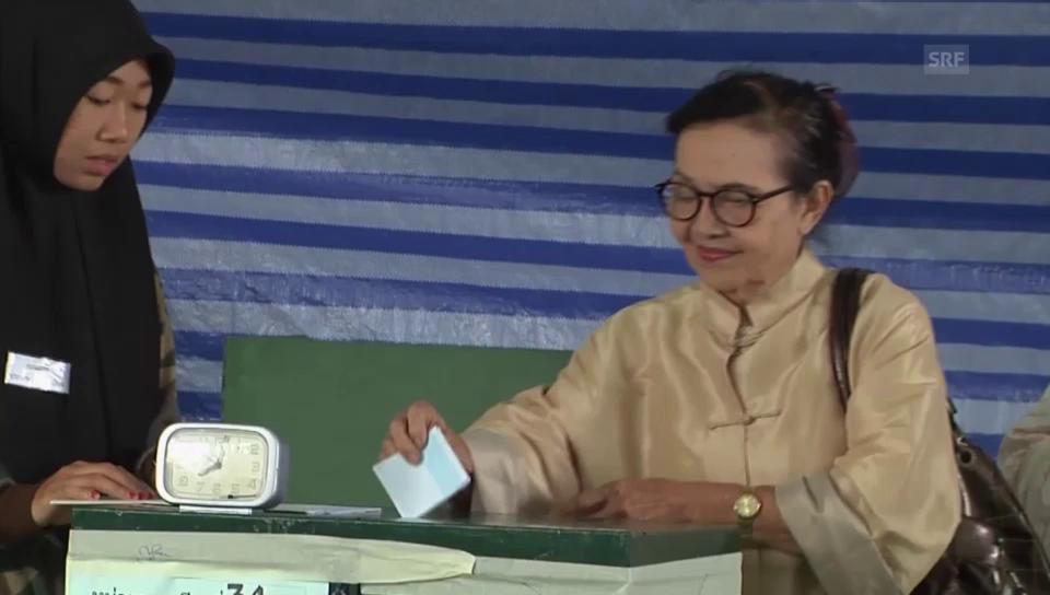 Thailänder geben ihre Stimme ab