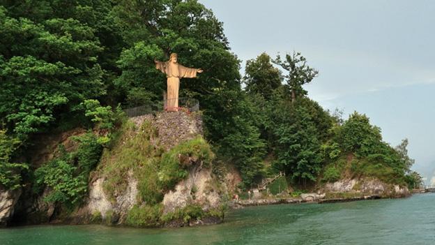 Beat Vogt zur Christusstatue in Luzern von Josef Vetter.