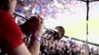 Video «Eine walisische Brassband unterstützt ihr Team» abspielen