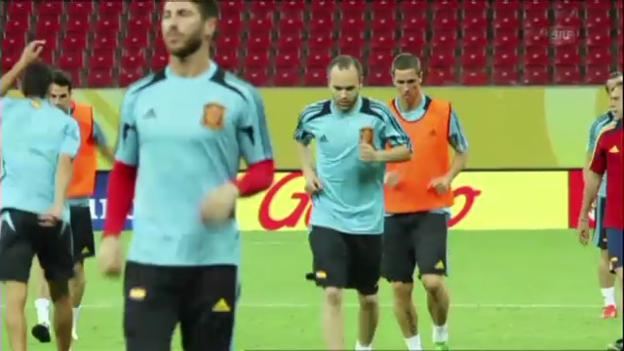 Video «Lockere Trainingseinheit der Spanier» abspielen