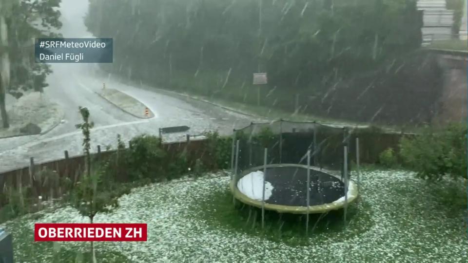 Steinhausen/ZG: wenige, grosse Hagelkörner Oberrieden/ZH: viele kleine Hagelkörner