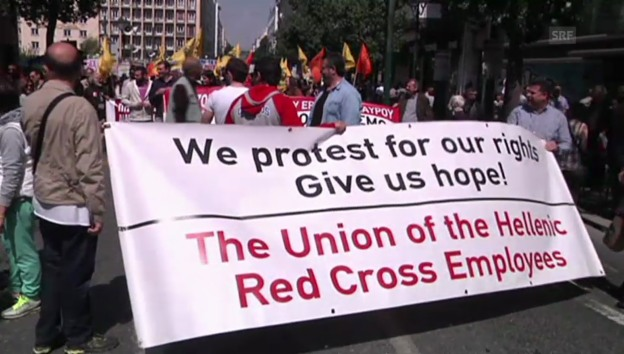 Video «Griechen gehen erneut auf die Strasse (unkommentiert)» abspielen
